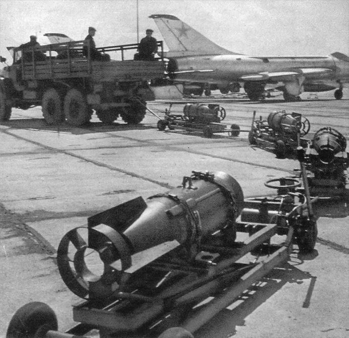Легендарные самолеты №44 Су-7  - фото модели, обсуждение